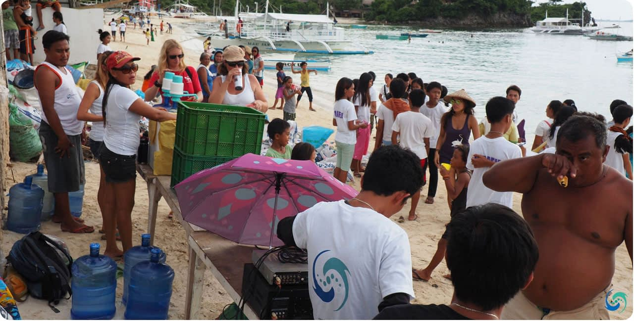 The turnout of locals and tourists to contribute in the fight against marine pollution and plastics